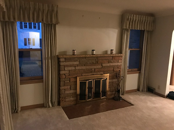 Richfield-MN-livingroom-fireplace-before-remodled