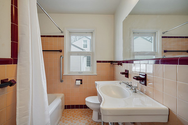 Skye-McLoughlin-real-estate-richfield-mn-remodel-main-bathroom-after
